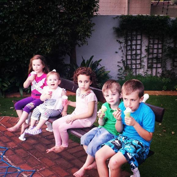 Watch five little monkeys each ice-cream