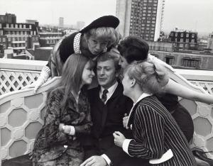 SHELLEY WINTERS with Michael Caine , Vivien Merchant , Jane Asher and Julia Foster in Lewis Gilbert's production of Alfie 1965.(Credit Image: A© Gilloon/Globe Photos/ZUMAPRESS.com)