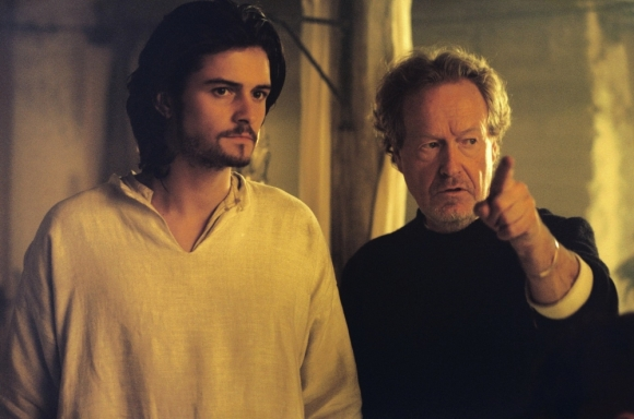kingdom-of-heaven-2005-001-ridley-scott-on-the-set-with-orlando-bloom